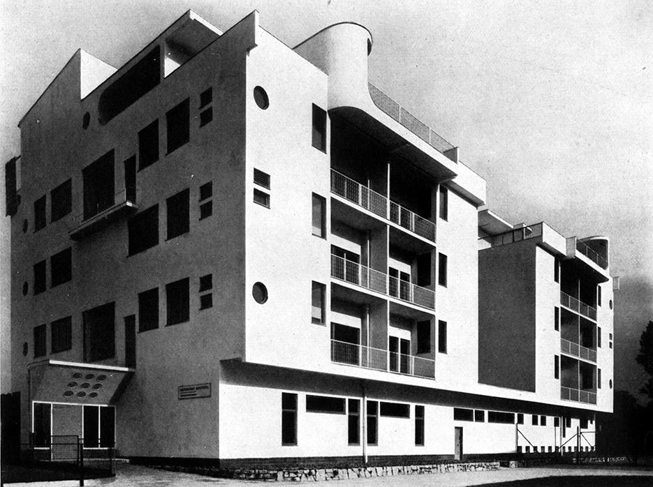 """Dom nr 7, wysokościowy dom czynszowy wielorodzinny, widok od placu rekreacyjnego, proj. Adolf Rading © """"Die Form"""" 1929, s. 456 (źródło: materiały prasowe organizatora)"""