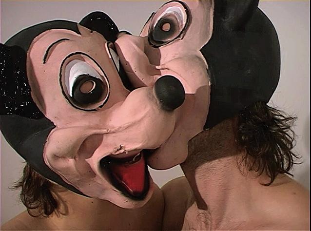 """Anna Jermolaewa, """"Pocałunek"""", 2006, wideo, 3'22"""" (źródło: materiały prasowe organizatora)"""