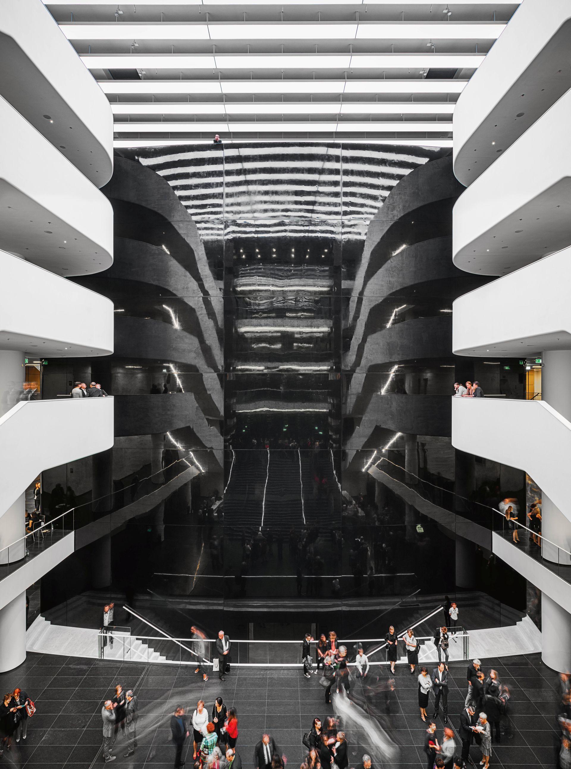 """Narodowe Forum Muzyki we Wrocławiu (autorzy: Kuryłowicz & Associates). Fot. """"Architektura-murator"""" / J. Sokołowski (źródło: materiały prasowe)"""