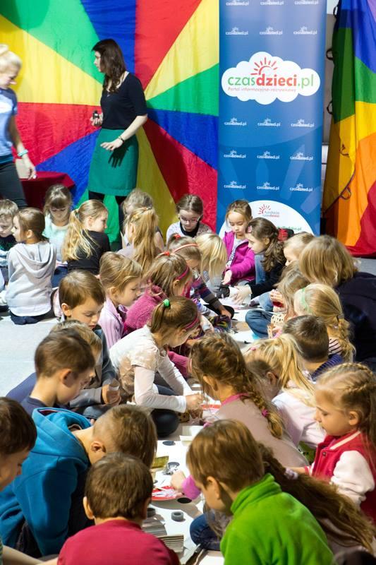 Dzieci na Targach Książki, fot Andrzej Solnica (źródło: materiały pasowe organizatora)