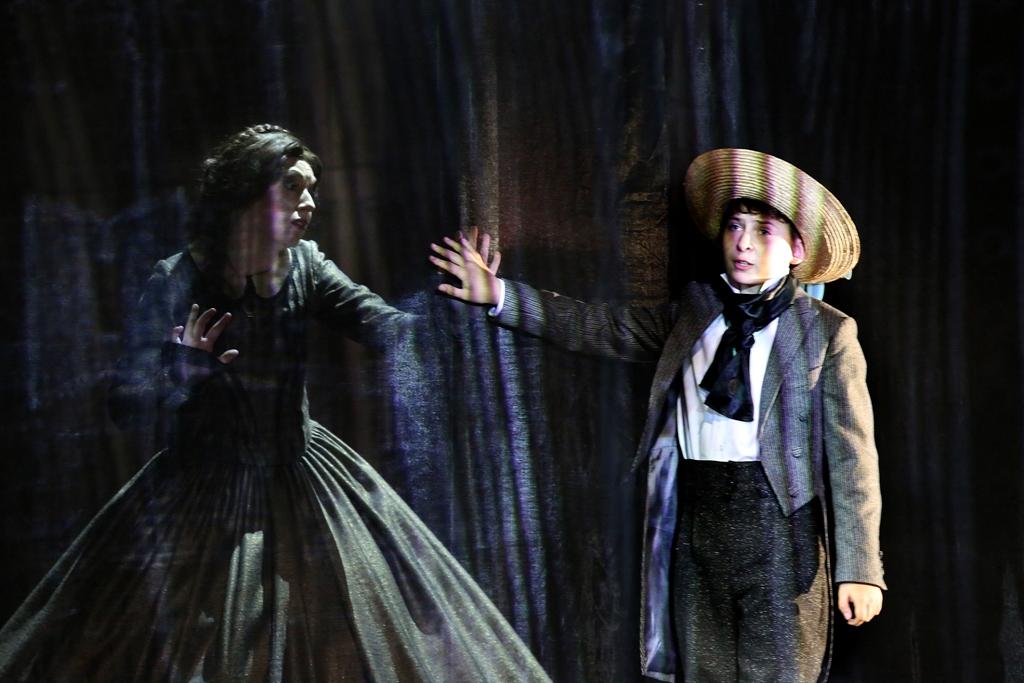 """""""The Turn of the Screw (Dokręcenie Śruby), Beniamin Britten, reż. Natalia Babińska (źródło: materiały prasowe organizatora)"""