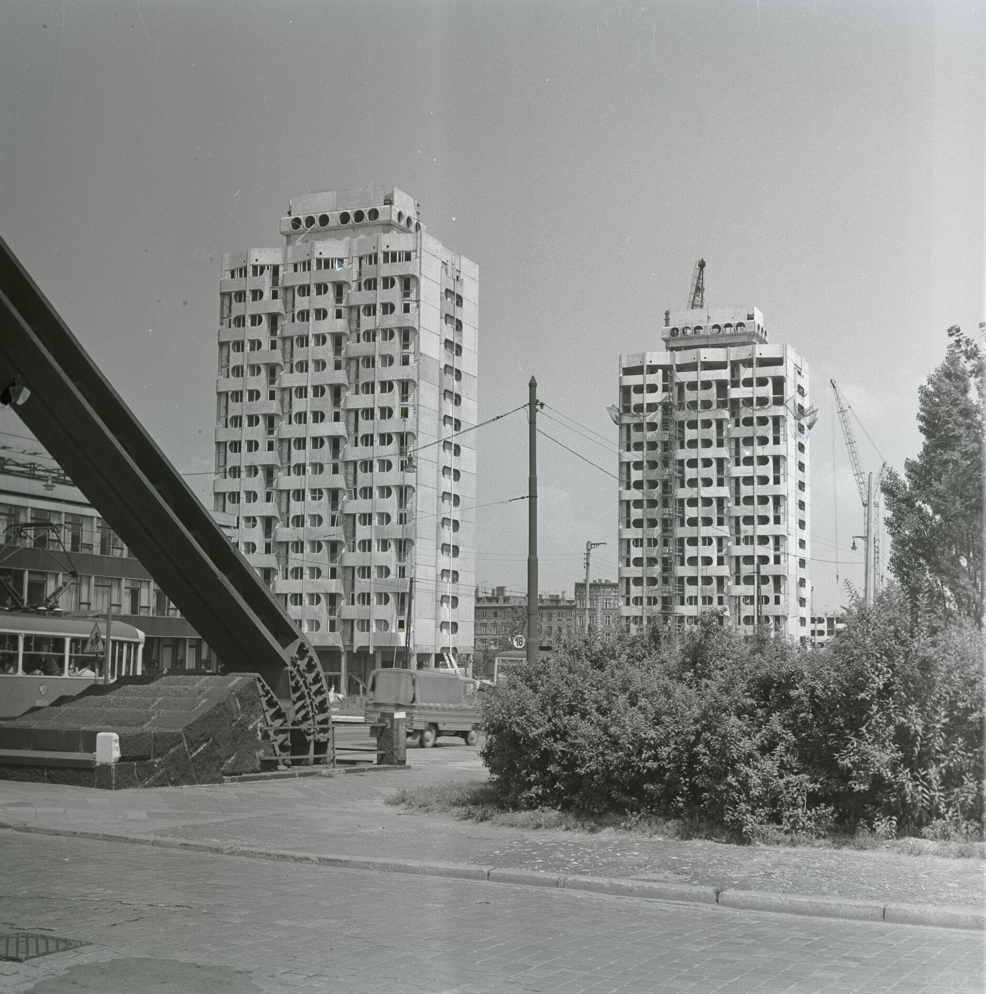 Budowa zespołu mieszkaniowego, plac Grunwaldzki, 1969-75 (projekt 1963–1969), fot. Zbigniew Nowak, 1972, zbiory: Ośrodek Pamięć i Przyszłość (źródło: materiały prasowe organizatora)