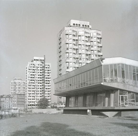 Zespół mieszkalno-usługowy przy placu Grunwaldzkim, 1969–1975, fot. Zbigniew Nowak, 1974, zbiory: Ośrodek Pamięć i Przyszłość (źródło: materiały prasowe organizatora)
