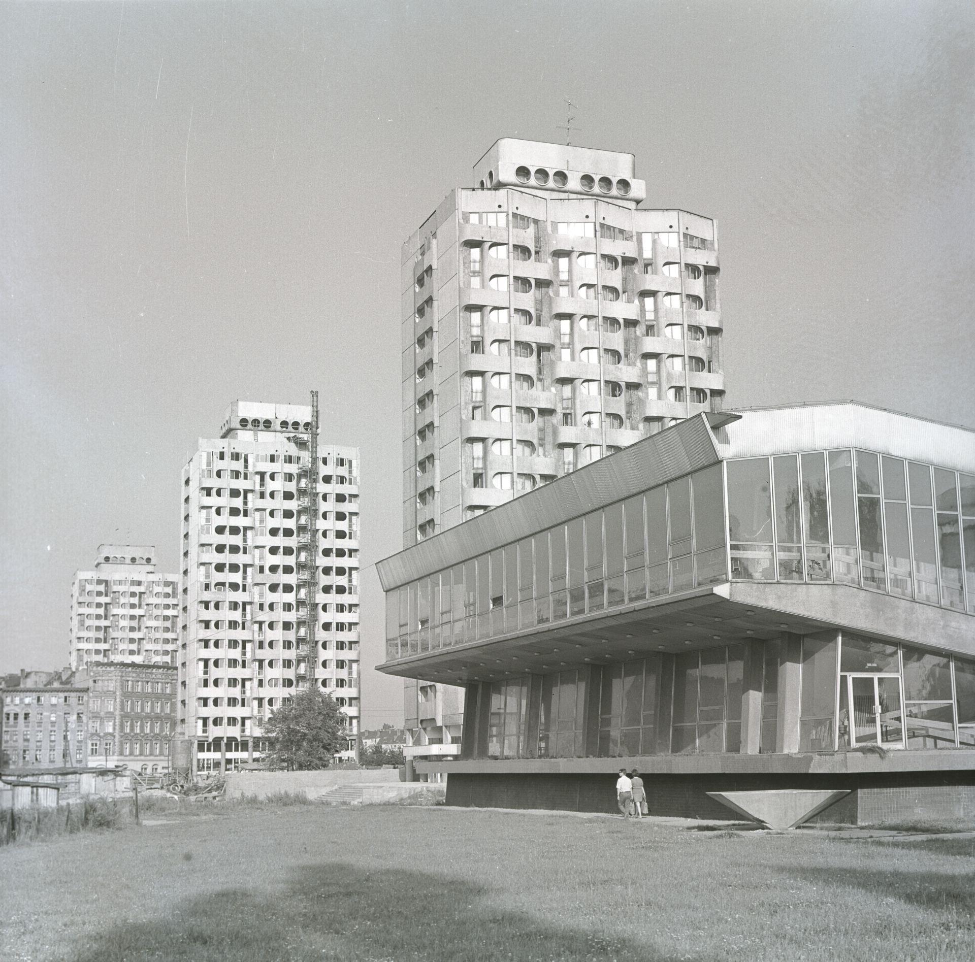 Zespół mieszkalno-usługowy przy placu Grunwaldzkim, 1969–1975,fot. Zbigniew Nowak, 1974, zbiory: Ośrodek Pamięć i Przyszłość (źródło: materiały prasowe organizatora)