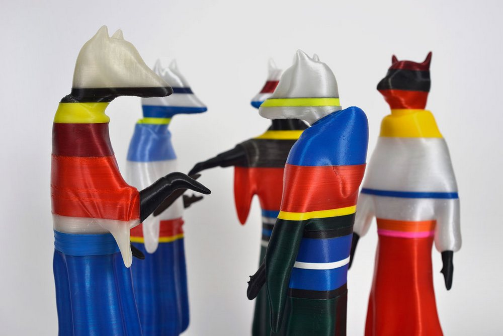 """Janek Simon, """"Prawdziwi Polacy (Real Poles)"""", 2016, rzeźby, wydruk 3D (źródło: materiały prasowe organizatora)"""