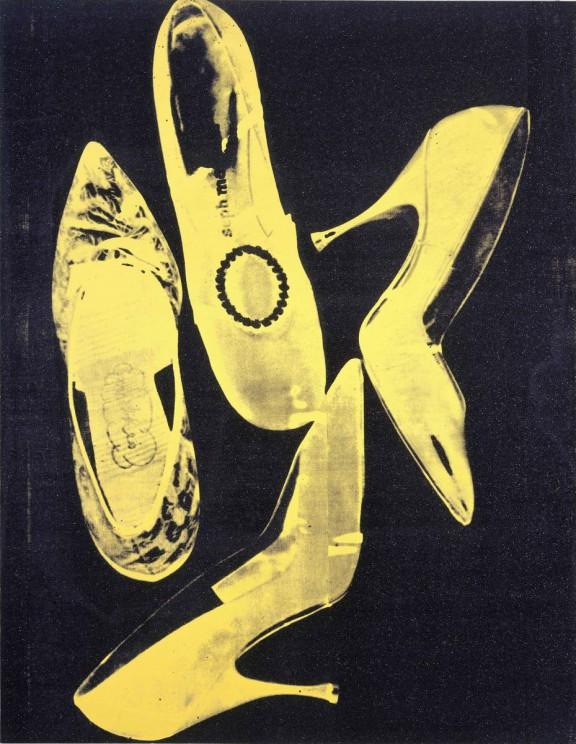 "Andy Warhol, ""Diamond Dust Shoes"", 1980, © 2016 The Andy Warhol Foundation for the Visual Arts, Inc. / Artists Rights Society (ARS), New York, © bpk/Nationalgalerie im Hamburger Bahnhof, SMB, Sammlung Marx. Zdjęcie: Jochen Littkemann (źródło: materiały prasowe organizatora wystawy)"