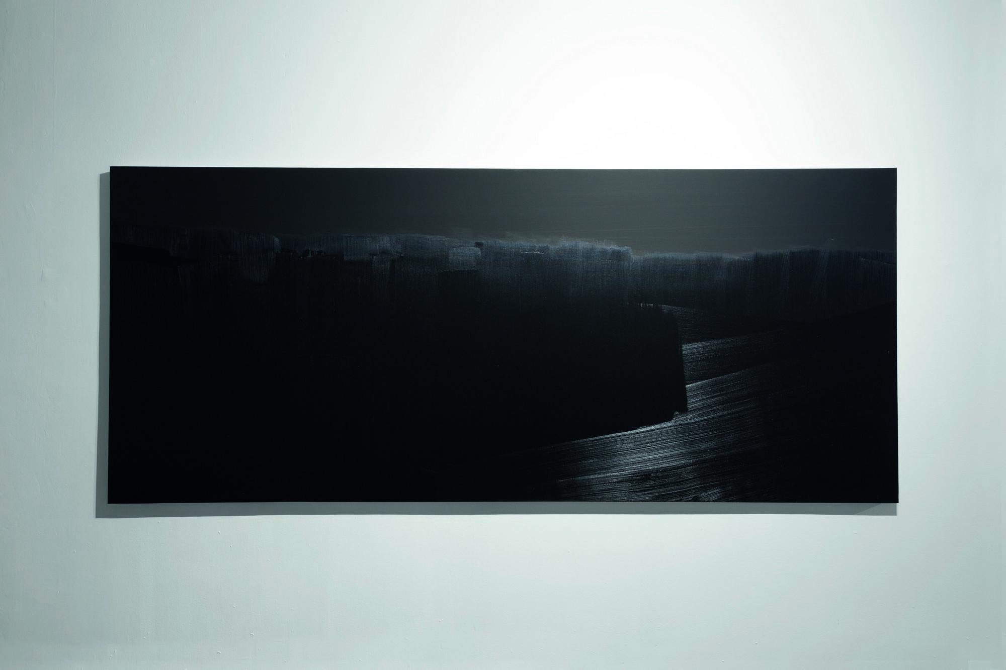 """Rafał Bujnowski, """"Pejzaż z serii Nokturn"""", 2014, olej na płótnie, ok. 130 x 300 cm (źródło: materiały prasowe organizatora wystawy)"""