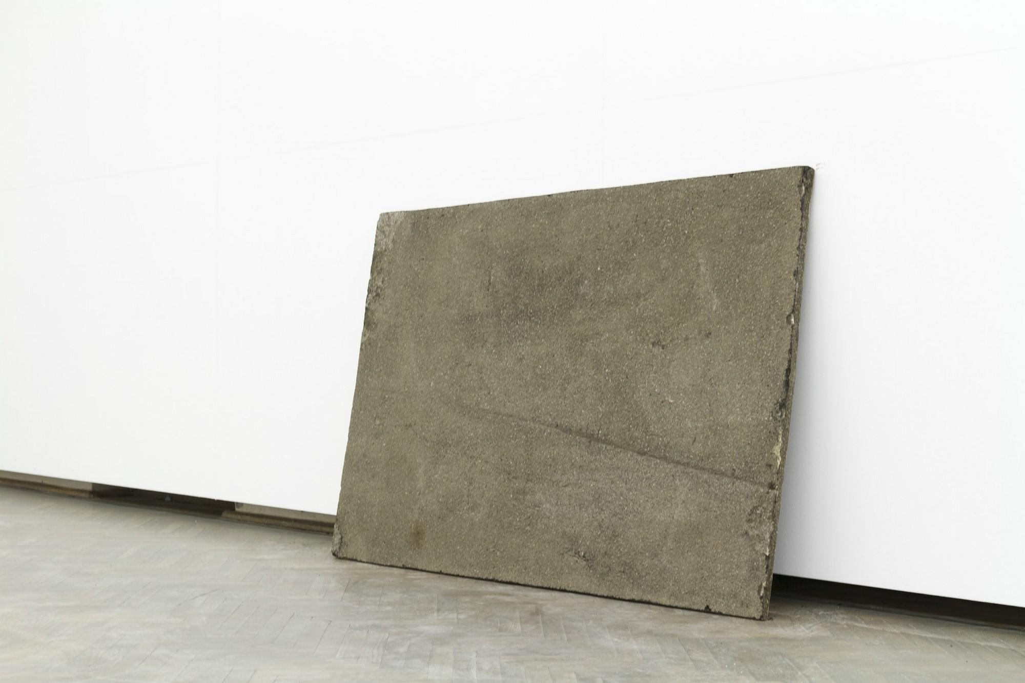 """Zhanna Kadarova, """"Asphalt cut-out"""", 2011, obraz 150 x 100cm (źródło: materiały prasowe organizatora wystawy)"""