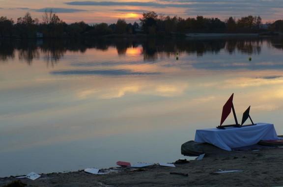 """Andrzej Bębenek, """"Romb w wodzie, czyli przestrzeń wodna i przybrzeżna w równoległobokach kosmicznych"""", fot. Teresa Bujnowska (źródło: materiały prasowe organizatora)"""