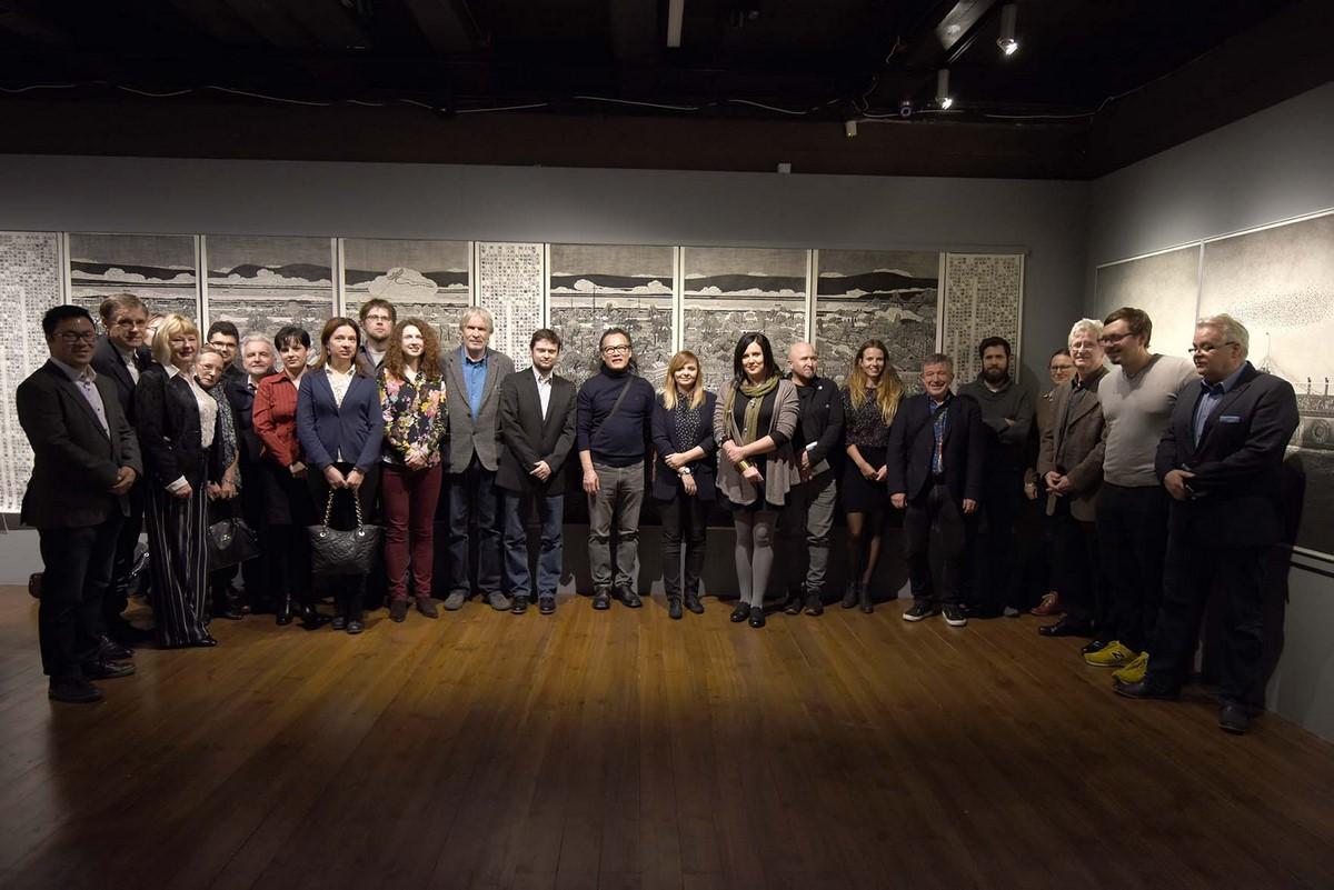 """Wernisaż wystawy """"Teatr życia. Wystawa prac graficznych Zhanga Minjie"""", fot. W. Woźniak (źródło: materiały prasowe organizatora)"""