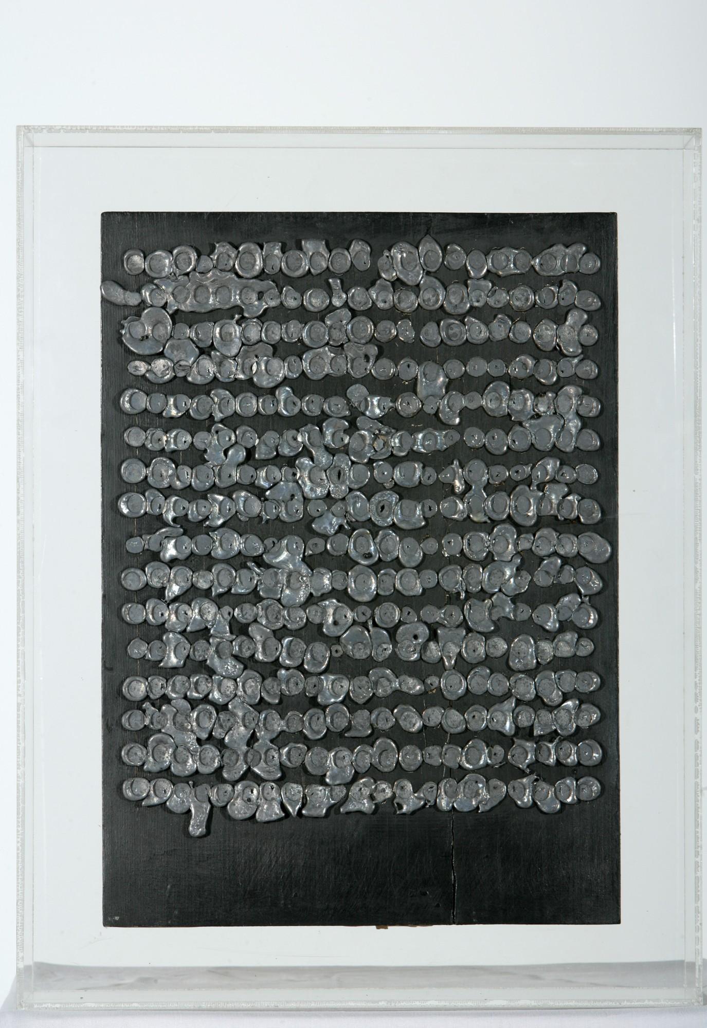 """Andrzej Szewczyk, """"Trzy woluminy"""", 1986, Kolekcja Grażyny Kulczyk (źródło: materiały prasowe organizatora wystawy)"""