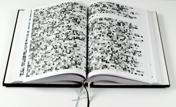 """Franciszek Orłowski, """"Biblia (NT) – przekład enigmatyczny"""", 2005–2006, Kolekcja Grażyny Kulczyk (źródło: materiały prasowe organizatora wystawy)"""