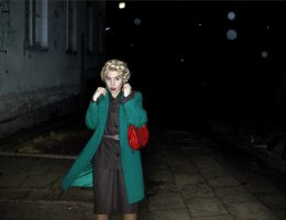 """Aneta Grzeszykowska, """"Untitled Film Stills"""", 2006, fotografia, 30 × 50 cm, dzięki uprzejmości Galerii Raster, Warszawa, © A. Grzeszykowska (źródło: materiały prasowe organizatora)"""