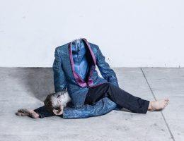 """Oskar Dawicki, """"Gimnastyka profana"""", 2013, fotografia, 100 ×200 cm, dzięki uprzejmości Galerii Raster, Warszawa, © O. Dawicki (źródło: materiały prasowe organizatora)"""
