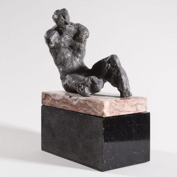 """Alina Szapocznikow, """"Ekshumowany"""", 1957 Brąz, podstawa marmurowa, fot. Adam Gut (źródło: materiały prasowe organizatora)"""