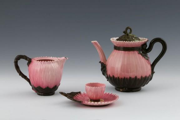 Seria Lotos, 1882, Julia Zsolnay, fajans porcelanowy, szkliwo wysokotopliwe, Janus Pannonius Múzeum (źródło: materiały prasowe)