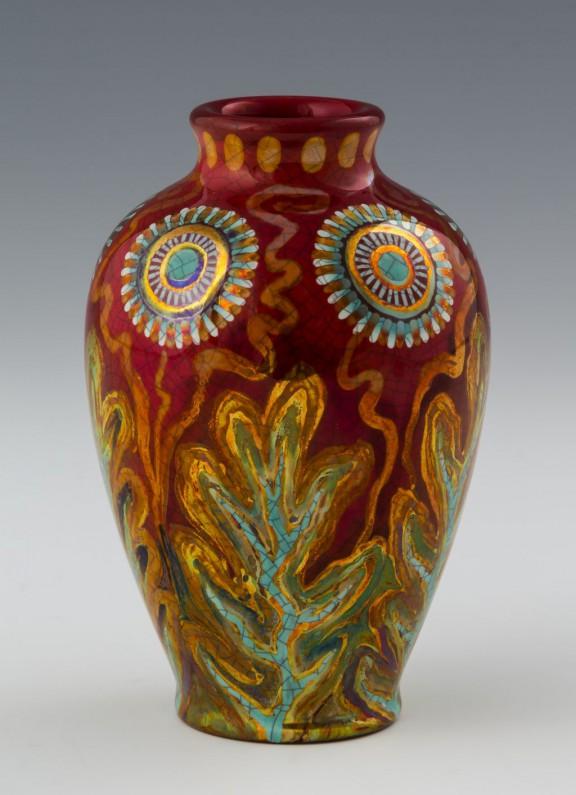 Mały wazon z motywem kwiatowym, 1898, kamionka, eosyna, Janus Pannonius Múzeum (źródło: materiały prasowe)