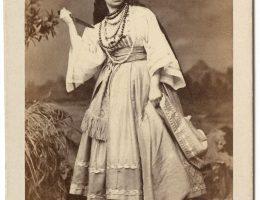 """Antonina Hoffmann w roli Księżnej Falconieri w """"Dalili"""" O. Feuilleta, fot. nieznany, 1864, wł. MHK (źródło: materiały prasowe organizatora)"""