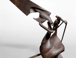 """Piotr Twardowski, """"Jeden punkt"""", 2002, stal, 81x159x178 cm (źródło: materiały prasowe organizatora)"""