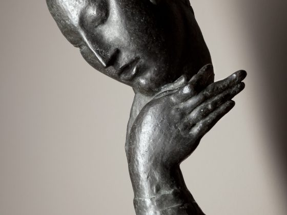 """Ivan Meštrović, """"Dziewczyna z lutnią"""", Rzym, 1918, brąz, autor fotografii: Boris Cvjetanović (źródło: materiały prasowe organizatora)"""
