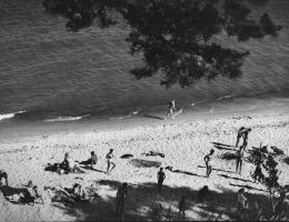 """Tadeusz Link, """"Nadbałtycka plaża"""", fot. © Muzeum Narodowe w Gdańsku (źródło: materiały prasowe organizatora)"""