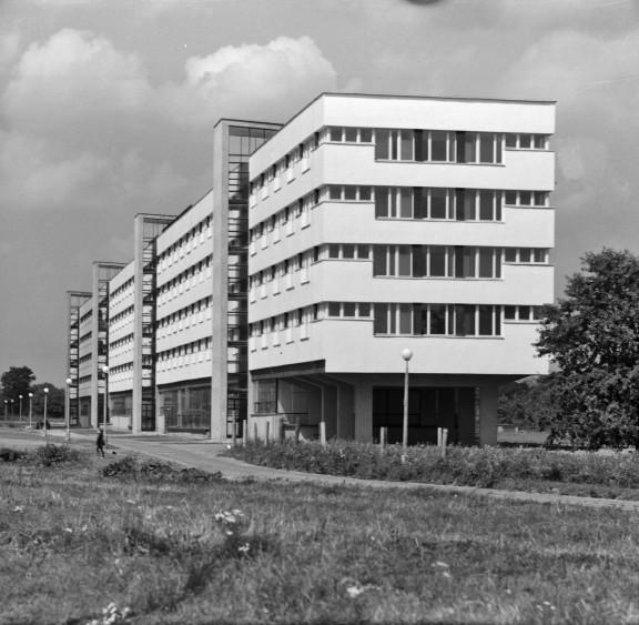 Modernistyczny hotel robotniczy w Grębałowie (os. Na Wzgórzach), proj. Tomasz Mankowski i Jan Meissner w 1968, fot. Henryk Hermanowicz, wł. MHK (źródło: materiały prasowe organizatora)