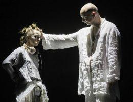 """""""Piekło-Niebo"""", Wrocławski Teatr Lalek, fot. K. Krukowski (źródło: materiały prasowe organizatora)"""