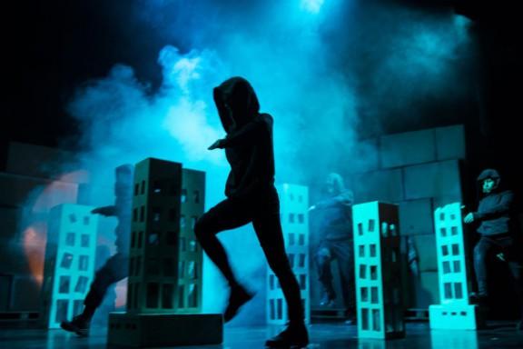 """""""Teraz tu jest nasz dom"""", Teatr Maska w Rzeszowie, fot. Przemysław Wiśniewski (źródło: materiały prasowe organizatora)"""