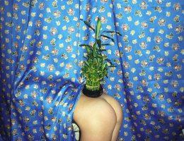 """Sasha Kurmaz, """"Bez tytułu"""" z cyklu Próżna młodość, 2010-16 (źródło: materiały prasowe organizatora)"""