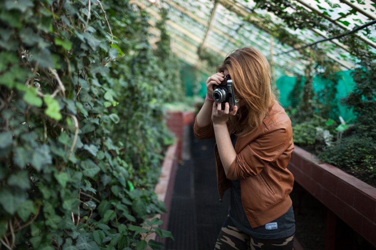 Uczestniczka przy pracy, fot. Alicja Kielan (źródło: materiały prasowe organizatora)