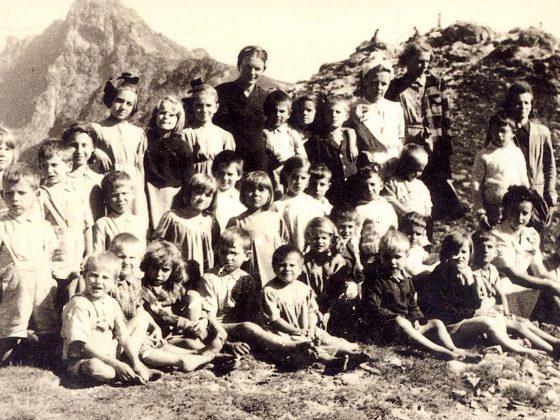 Polskie i żydowskie dzieci, podopieczni domu sierot w Poroninie, po 1945, wł. prywatna (źródło: materiały prasowe organizatora)