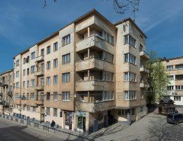 Zespół domów czynszowych na rogu ulicy Potockiego (obecnie Czuprynky 16, 16a, 18) wybudowany według projektu Ferdynanda Kasslera w 1938 roku, stan obecny, fot. Paweł Mazur (źródło: materiały prasowe organizatora)