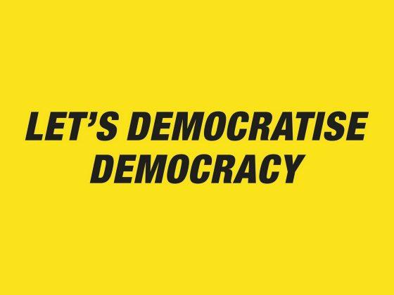 """Daniel G. Andújar, """"Zdemokratyzujmy demokrację"""" , wydruk, 2011 (źródło: materiały prasowe organizatora)"""