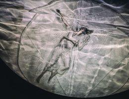 """""""Hamlet"""", reż. Krzysztof Garbaczewski, fot. Magda Hueckel (źródło: materiały prasowe organizatora)"""