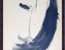 """Nyogen Nowak, """"Bodhidharma z jednym butem"""" – fragment, zwój, tusz na papierze, 35 x 190 cm (źródło: materiały prasowe organizatora)"""