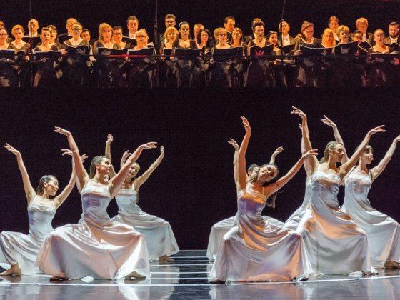 """""""Carmina Burana"""", Balet i Chór Opery Krakowskiej. Fot. Ryszard Kornecki (źródło: materiały prasowe organizatora)"""