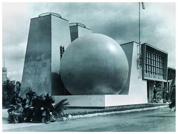 Pawilon Centrali Handlowej Przemysłu Chemicznego, projekt Tadeusza Brzozy i Tadeusza Herburta, fotografia Jana Bułhaka, 1948 rok, Muzeum Architektury we Wrocławiu (źródło: materiały prasowe organizatora)