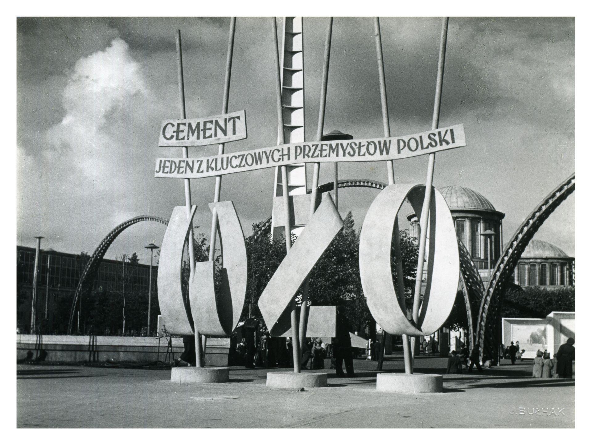 Plac przed Pawilonem Przemysłowym, fotografia Jana Bułhaka, 1948 rok, Muzeum Architektury we Wrocławiu (źródło: materiały prasowe organizatora)