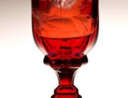 Puchar ze sceną śmierci księcia Józefa Poniatowskiego, Czechy, ok. 1845, szkło: Gräfflich Harrahsche Glasfabrik Neuwelt (Nový Svět) dekoracja: Emanuel Hoffmann w Karlsbadzie (Karlowe Wary) (źródło: materiały prasowe organizatora)