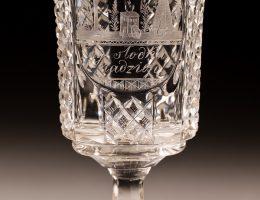 """Pucharek z napisem """"Żyj słodka nadziejo!"""", Czechy, po 1831?, szkło: Gräfflich Harrahsche Glasfabrik Neuwelt (Nový Svět) (źródło: materiały prasowe organizatora)"""