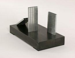 """Gustav Metzger """"Pomnik auto-destruktywny"""",1960/2018 (źródło: materiały prasowe organizatora)"""
