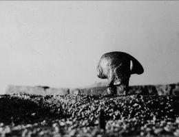 """Krystian Jarnuszkiewicz, """"Pejzaż"""", pierwsza połowa lat 60., fot. z archiwum Anny i Krystiana Jarnuszkiewiczów, dzięki uprzejmości galerii Pola Magnetyczne (źródło: materiały prasowe organizatora)"""