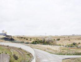 """Benjaminsen Eline Benjaminsen, """"Calais, Francja (633, 8 mikrosekund)"""", z cyklu """"Tam, gdzie robi się pieniądze. Powierzchnie kapitału algorytmicznego"""", 2017 © Eline Benjaminsen (źródło: materiały prasowe organizatora)"""