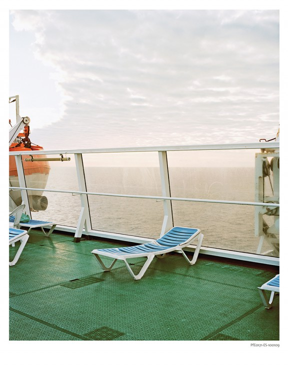 """Eva Leitolf, """"Gaj pomarańczowy"""", Rosarno, Włochy 2010, z cyklu Pocztówki z Europy, 2006–obecnie © Eva Leitolf (źródło: materiały prasowe organizatora)"""