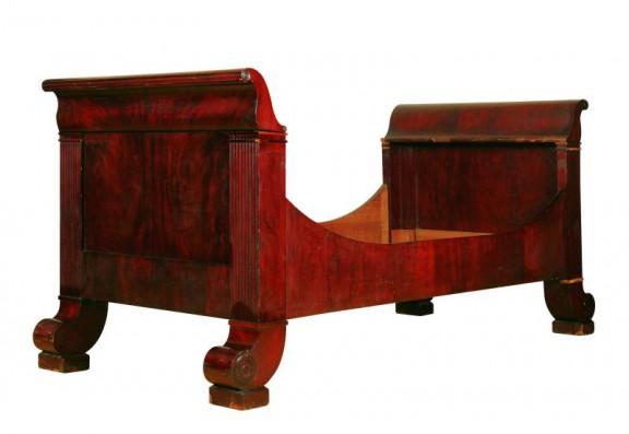 Łóżko w stylu biedermeier, ok. 1820-1830, Małopolska, zbiory Muzeum Narodowego we Wrocławiu (źródło: materiały prasowe organizatora)