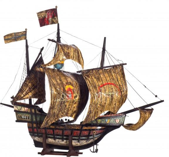 """Model drewniany z żaglami statku Krzysztofa Kolumba """"Santa Maria"""", Śląsk (?), XIX w. (źródło: materiały prasowe organizatora)"""