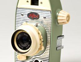 """Aparat fotograficzny """"Alfa II"""", projekt: Krzysztof Meisner, Olgierd Rutkowski; Warszawskie Zakłady Fotooptyczne 1963-1968 (źródło: materiały prasowe organizatora)"""