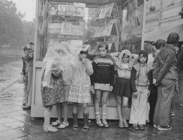 """""""Dzieci chroniące się przed deszczem"""", La Biennale di Venezia (źródło: materiały prasowe organizatora)"""