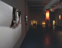 """Widok wystawy """"Życie jest podwórkiem"""" (źródło: materiały prasowe organizatora)"""