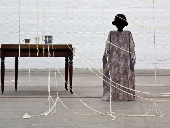 """Cathy Wilkes, """"Bez tytułu"""", 2014, technika mieszana (źródło: materiały prasowe organizatora)"""